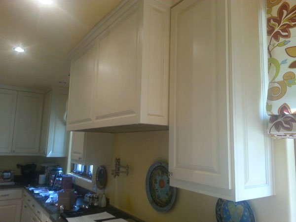 boring white cabinets before refacing